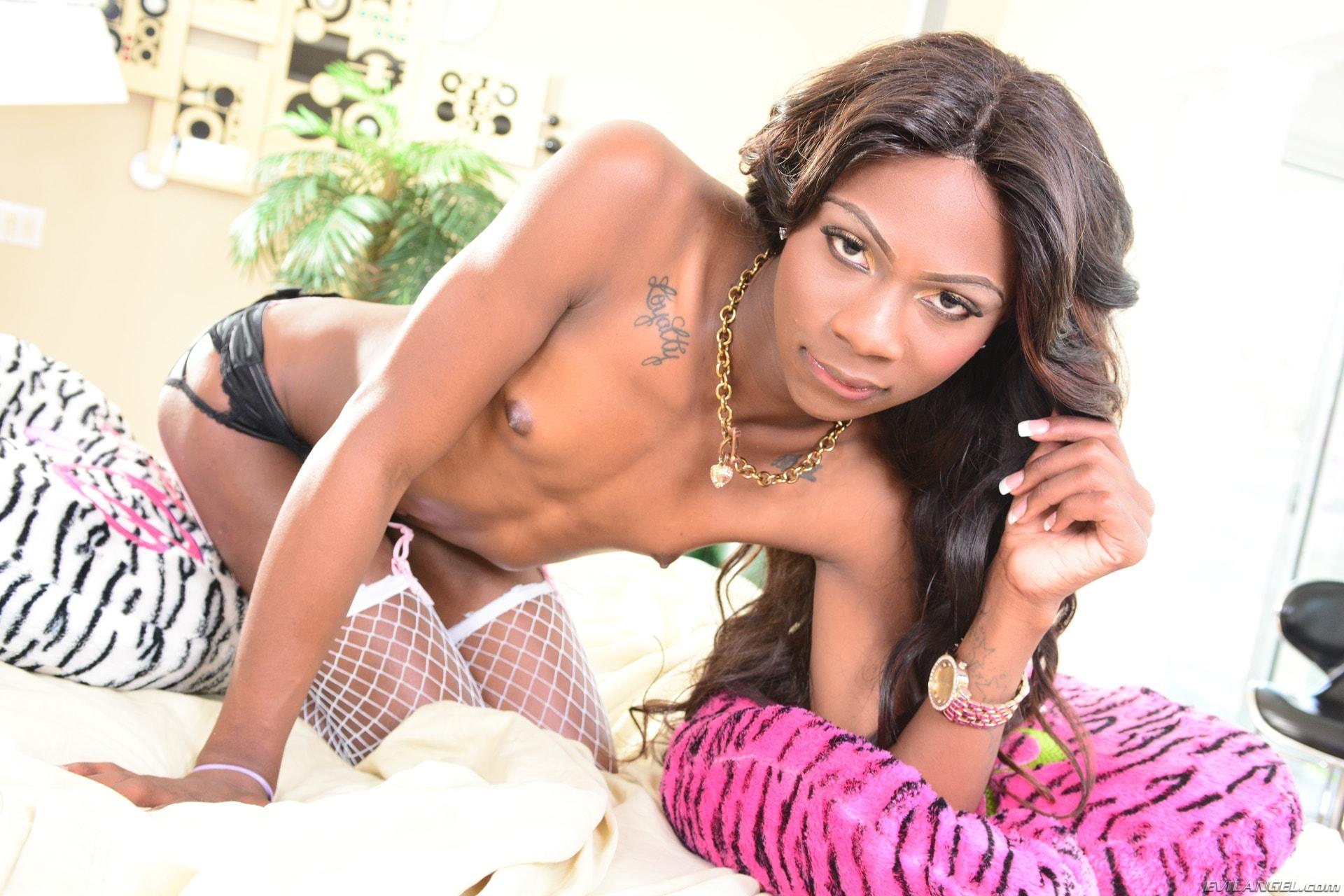 I Love Black Shemales 'The Next She-Male Idol 09' starring Kourtney Dash (Photo 36)