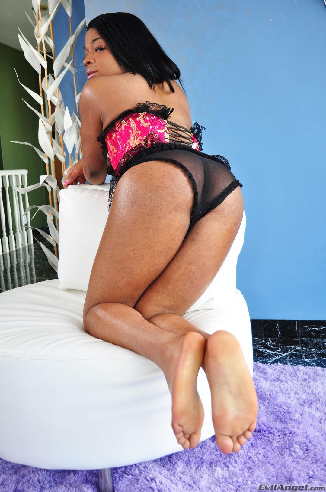 I Love Black Shemales 'Black Shemale Idol - The Auditions' starring Lola Bonnie (Photo 1)