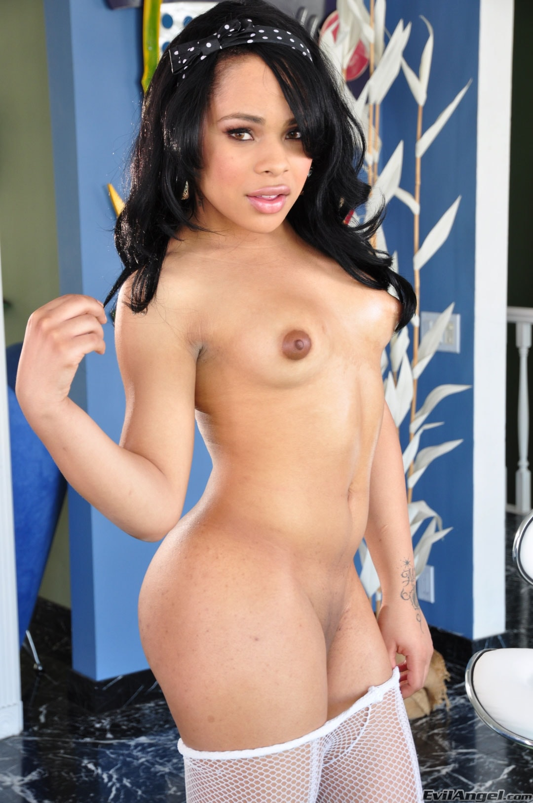 I Love Black Shemales 'The Next She-male Idol 02' starring Naughty Nadia (Photo 18)